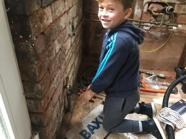 MY 7 YEAR OLD SON HELPING OUT ON A JOB IN YARDLEY, BIRMINGHAM